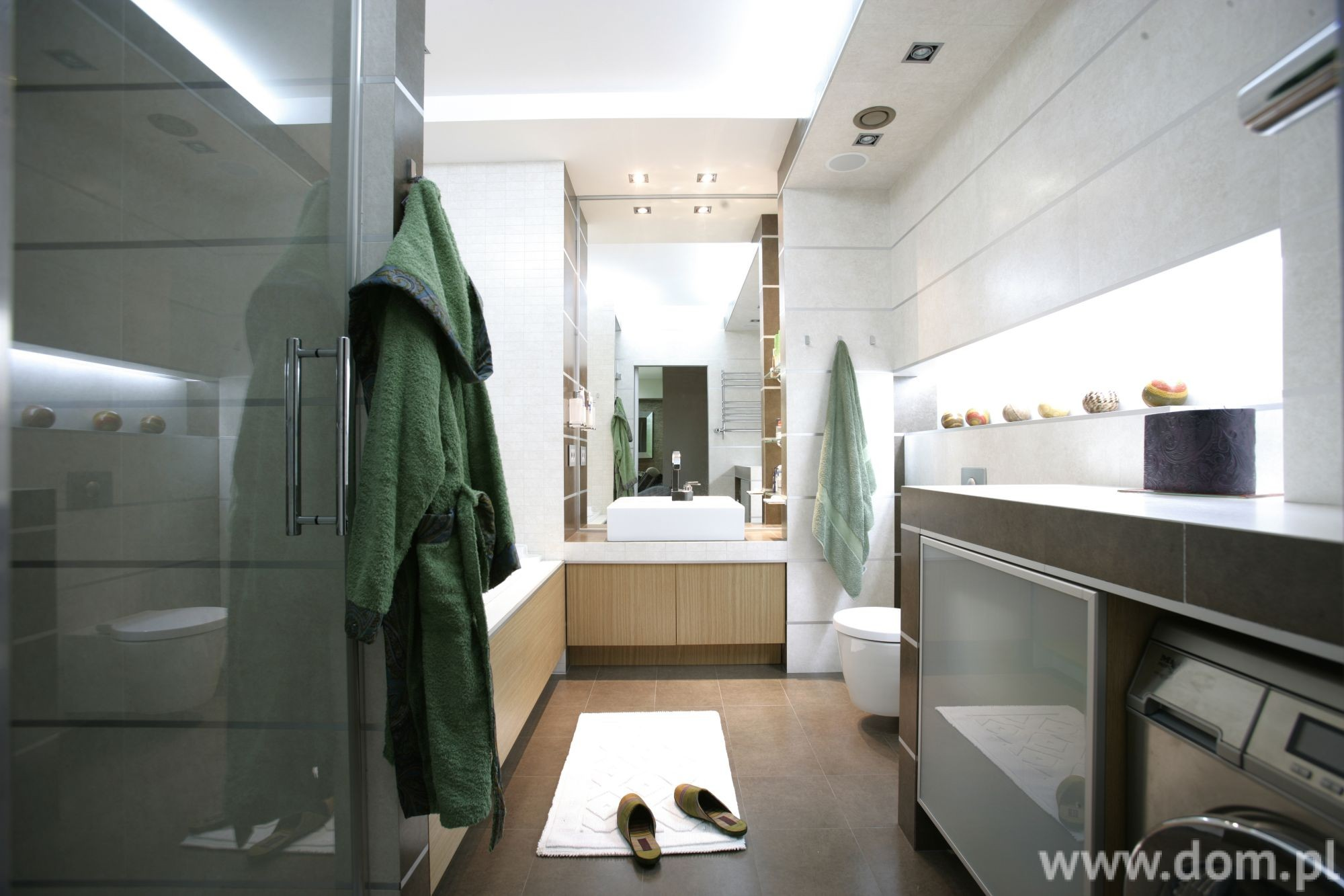http://www.dreamstime.com/royalty-free-stock-images-interior-bathroom-image14168829